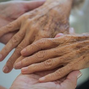 高齢化社会に求められる「老人看護専門看護師」